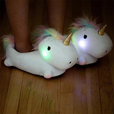Leuchtende Einhornhausschuhe